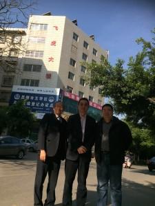 2015年3月_吳軍捷會長與鍾敏強和范文輝三人代表硏究會到昆明訪問飛虎大樓IMG_6336